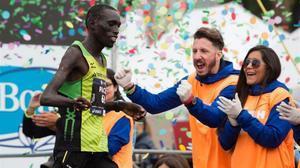 Els lectors i les xarxes socials es bolquen en Jonah, l'heroi de la marató