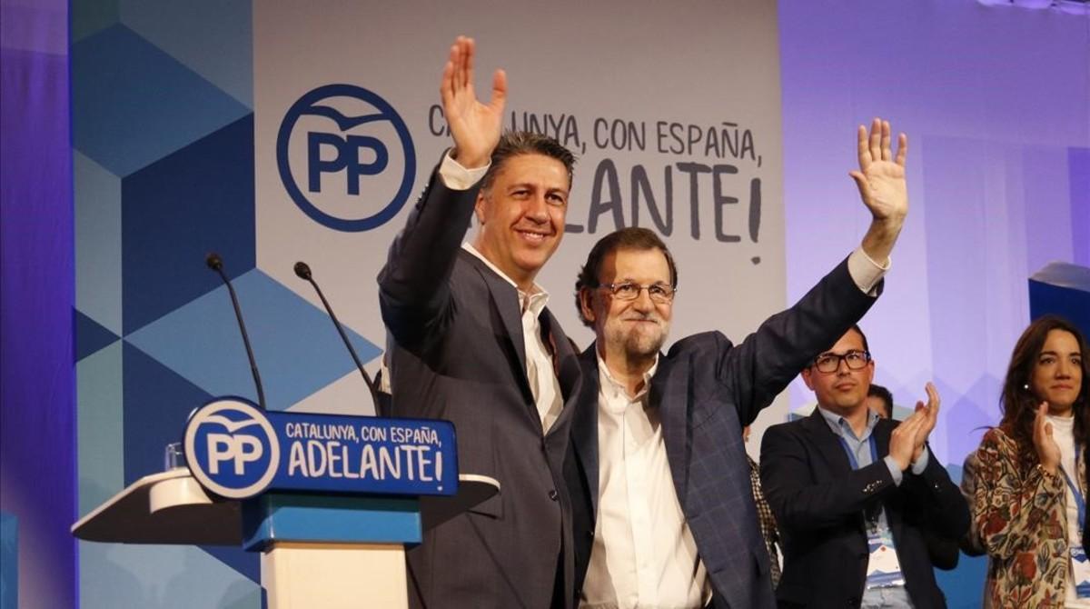 El presidente del Gobierno, Mariano Rajoy, y el presidente del PPC, Xavier García Albiol, en la clausura del congreso de los populares catalanes.