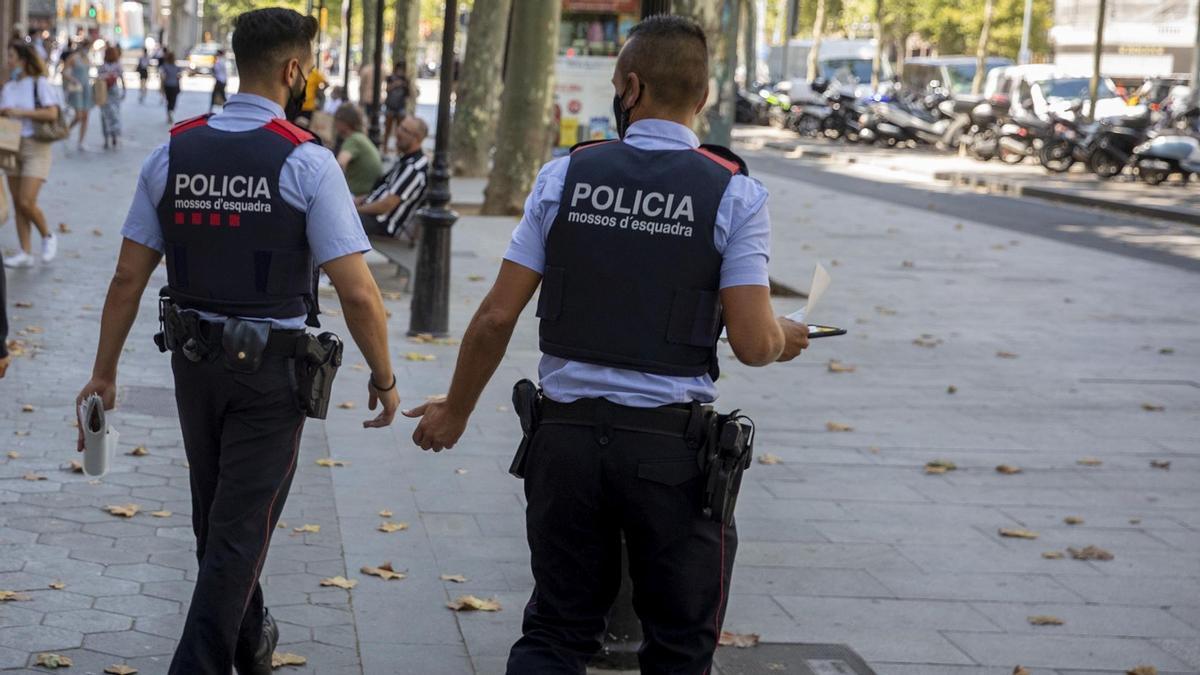 Detenido un hombre por cinco agresiones sexuales en Barcelona y L'Hospitalet durante el verano. Lo explica la inspectora de los Mossos Ester Salcedo.