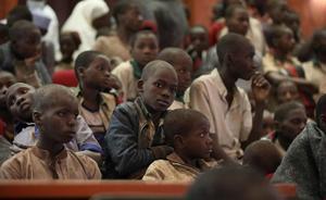 Estudiantes liberados en diciembre de 2020 junto a estudiantes de la Escuela Secundaria de Ciencias del Gobierno en Kankara Estado de Katsina Nigeria