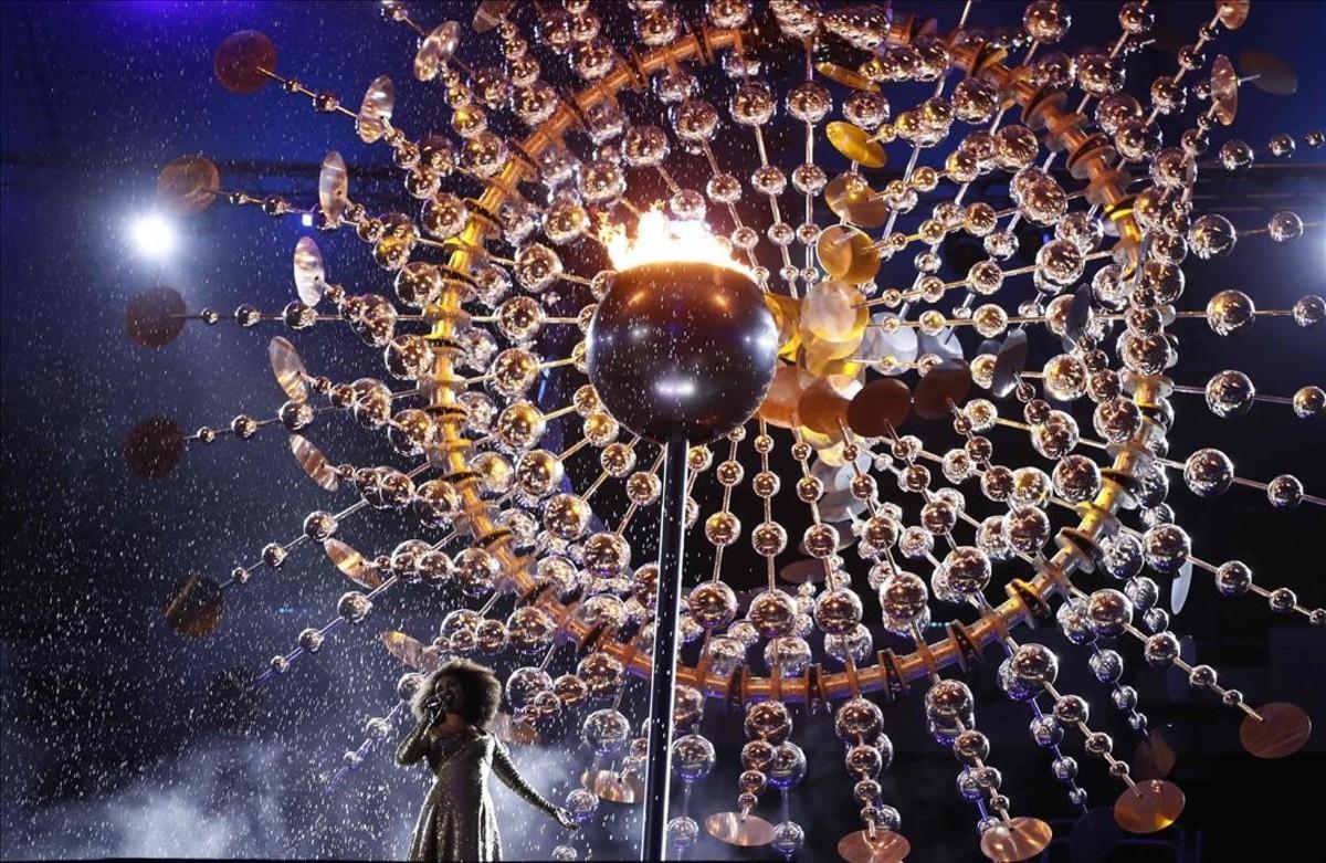La llama olímpica en el estadio deMaracaná.