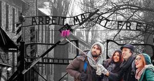 Selfis en el campo de exterminio de Auschwitz.
