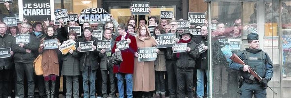 Periodistas de AFP se concentran en contra el ataque a 'Charlie Hebdo?