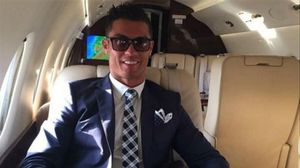 Cristiano Ronaldo posa en su nuevo avión privado.