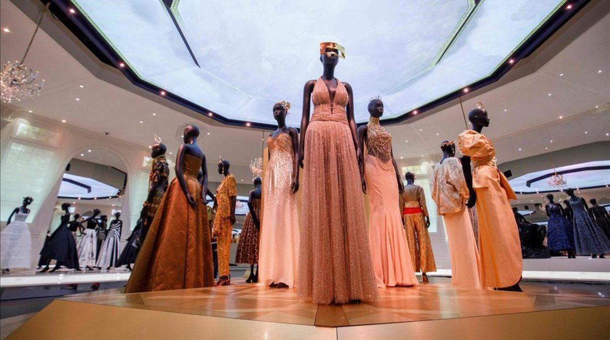 Diseños de Christian Dior, en el Victoria&Albert Museum, en Londres.