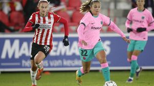 PSV s Dutch midfielder Julie Biesmans (L) and Barcelona s Dutch forward Lieke Martens fight for the ball during the UEFA women s Champions League football match between PSV women and FC Barcelona women at PSV Campus De Herdgang in Eindhoven  the Netherlands  on December 9  2020  (Photo by Jeroen Putmans   ANP   AFP)   Netherlands OUT