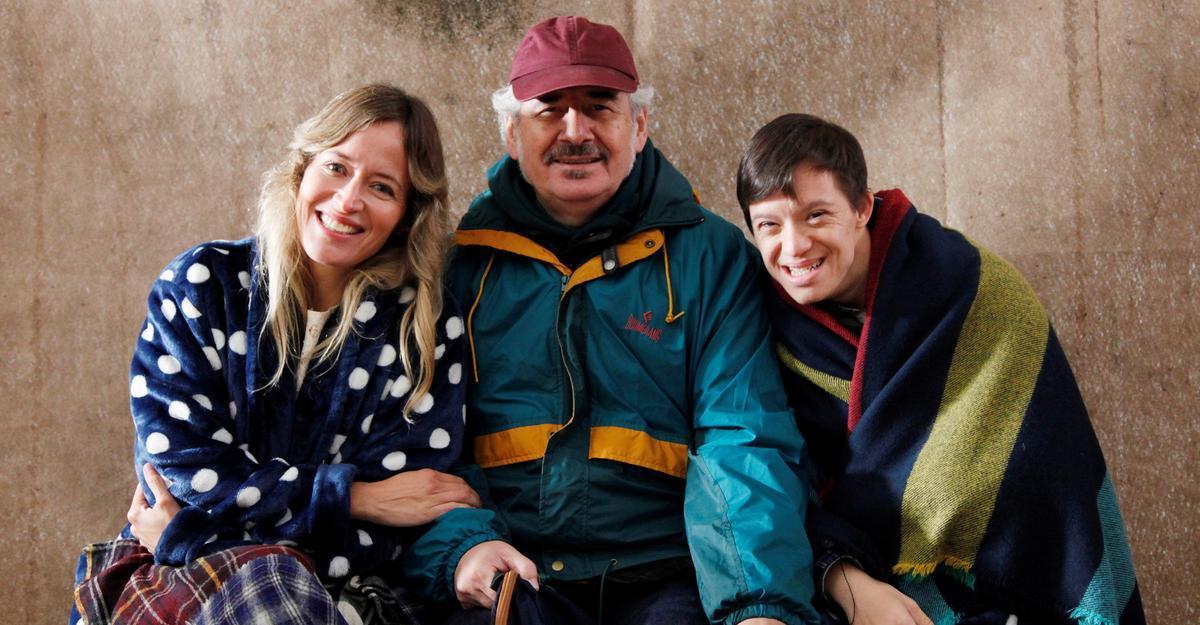 El director Xavier Bermúdez (centro), con Marta Larralde y Guillem Jiménez.