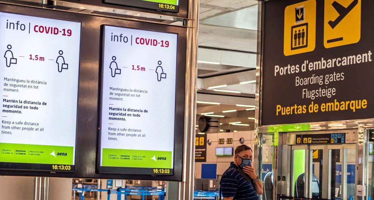Aeropuerto de Palma de Mallorca, el pasado verano, con información sobre las medidas anti-covid.