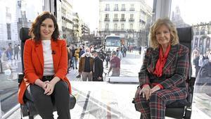 María Teresa Campos con la presidenta madrileña, Isabel Díaz Ayuso, en 'La Campos Móvil'