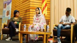 Tres activistas mundiales en el marco de las 'Ciutats Defensores dels Drets Humans' en Esplugues.