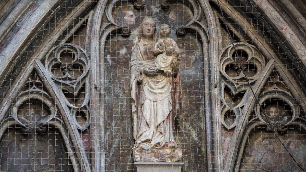 Santa Maria del Mar recupera la façana oblidada