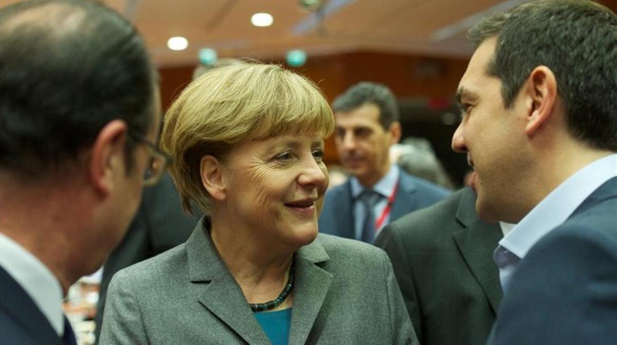 Merkel saluda a Alexis Tsipras en Bruselas, el 12 de febrero.
