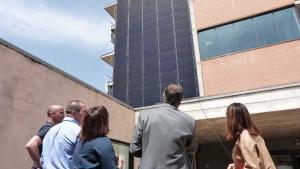 Placas solares en la fachada del Ayuntamiento de Gavà
