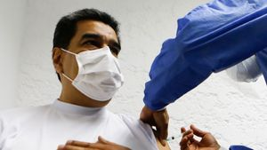 Nicolás Maduro recibe la primera dosis de la vacuna rusa Sputnik V.