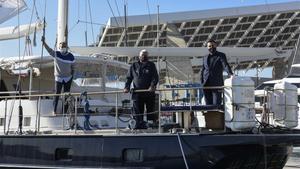El velero 'Íbero III', en el puerto del Fórum, donde explica la vuelta al mundo de Magallanes y Elcano a los estudiantes.