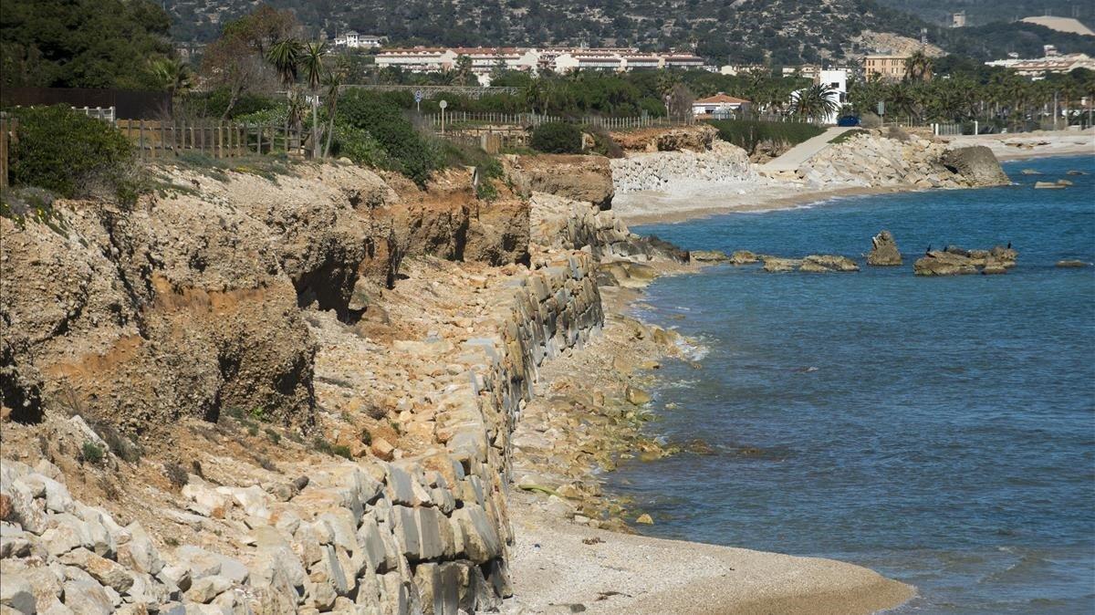 En diferentes puntos del litoral catalán, como en la zona de Solderiu, las playas han desaparecido casi por completo