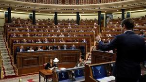 GRAF774. MADRID, 12/09/2018.- El presidente del PP, Pablo Casado (d), interviene en la sesión de control al Gobierno hoy en el Congreso. EFE/Juan Carlos Hidalgo