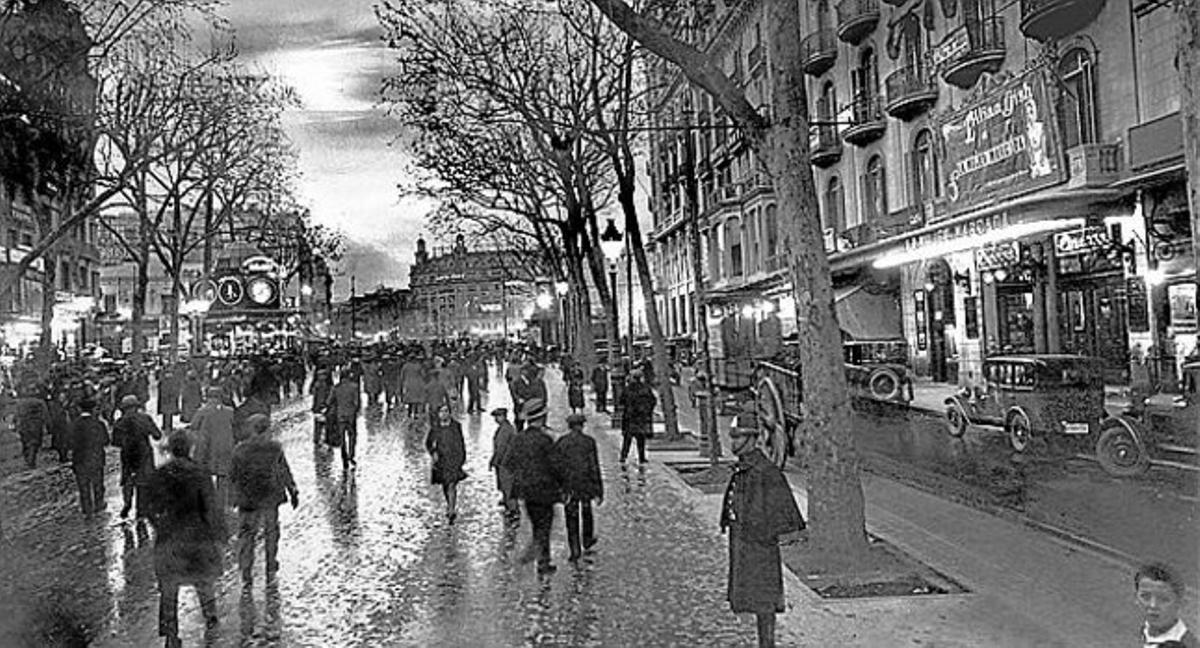 Una de las primeras vistas nocturnas de la Rambla editada en postal.