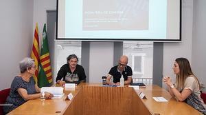 Firma del convenio entre el Ayuntamiento de Parets y la protectira Peluts.