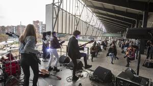 Concierto celebrado en las gradas del Canòdrom para el día de las mujeres.