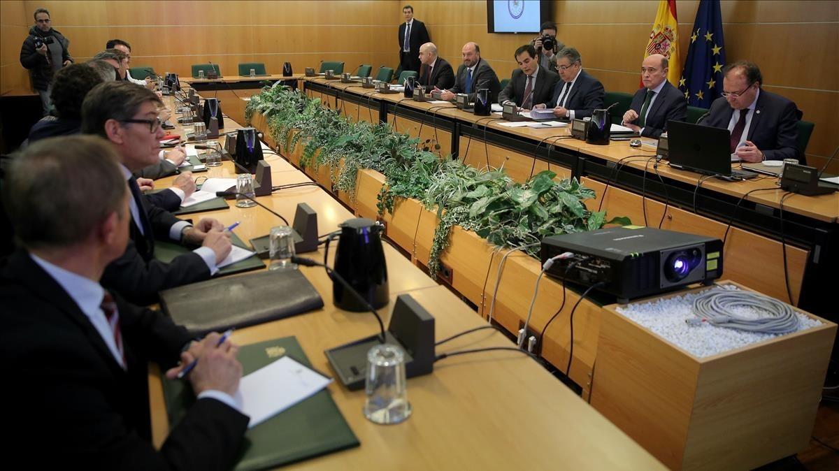Reunión del pacto antiyihadista, presidida por el ministro del Interior, Juan Ignacio Zoido.