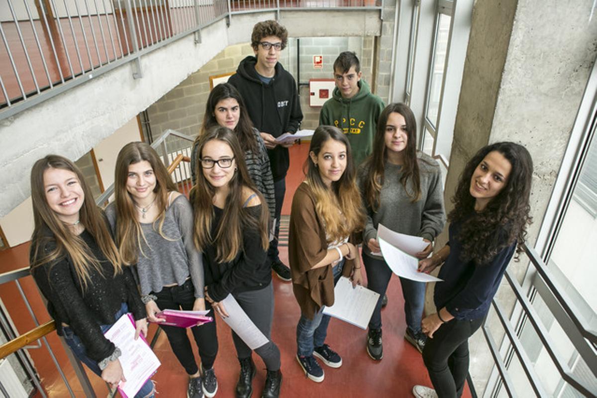 Algunos de los alumnos del Instituto Escuela Costa i Llobera que han escrito unas redacciones sobre el franquismo con motivo del 40º aniversario del muerte del dictador.