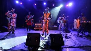 Cheikh Lô, durante su actuación en Manresa, la noche del sábado.