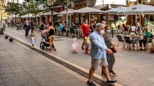 Una calle del centro de Castelldefels, el jueves 30 de julio.