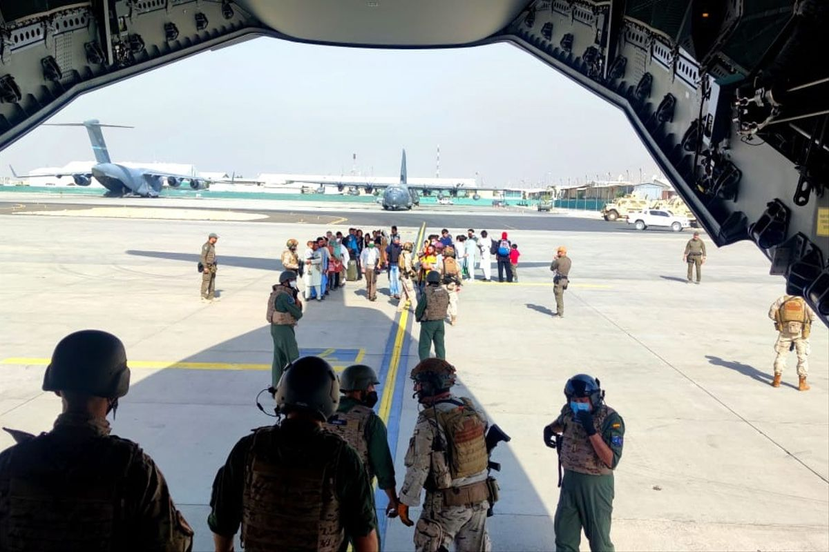 Evacuación de trabajadores españoles y afganos.