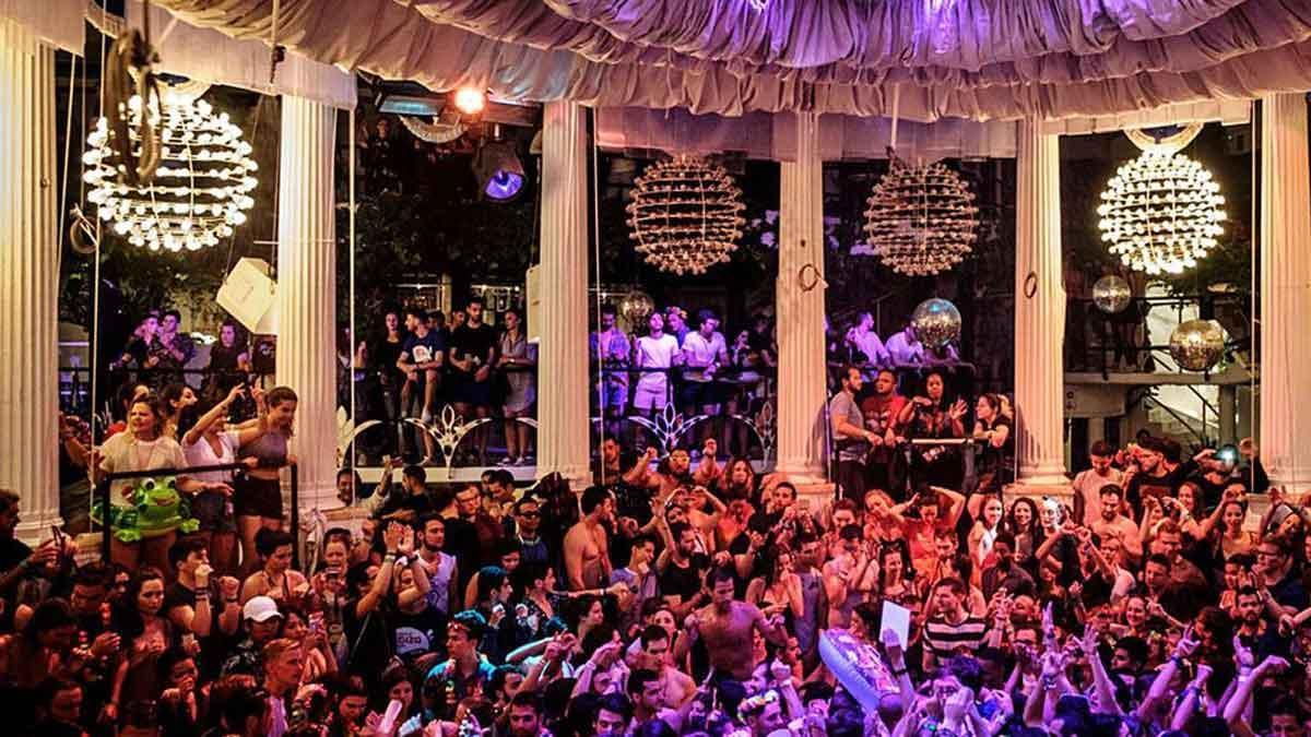 Una discoteca de Ibiza a rebosar de público en la temporada de 2019.