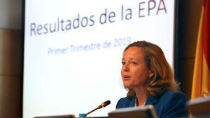 El paro sube en 49.900 personas hasta marzo, su peor dato desde 2013. En la foto, la ministra Nadia Calviño durante la presentación de los resultados de la EPA.