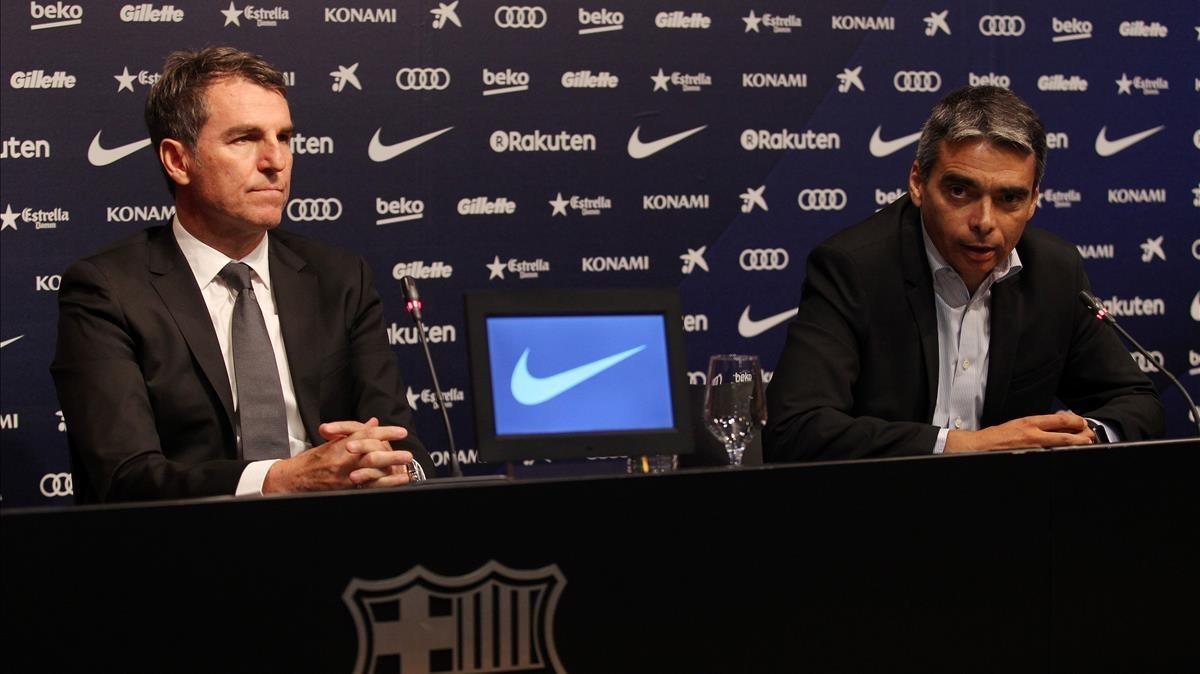 Robert Fernández y Albert Soler en la rueda de prensa tras el cierre del mercado en el Camp Nou.