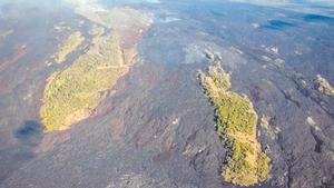 Dos 'islas' que han dejado las coladas del volcán en Cumbre Vieja.