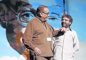 El 'pare' Manel y Jordi Évole, en la gala del año pasado.