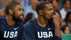 Iriving (izquierda) y Durant, dos de los líderes del movimiento contra la vuelta de la NBA