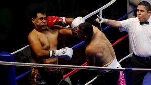 El combat de boxa entre els alcaldes.