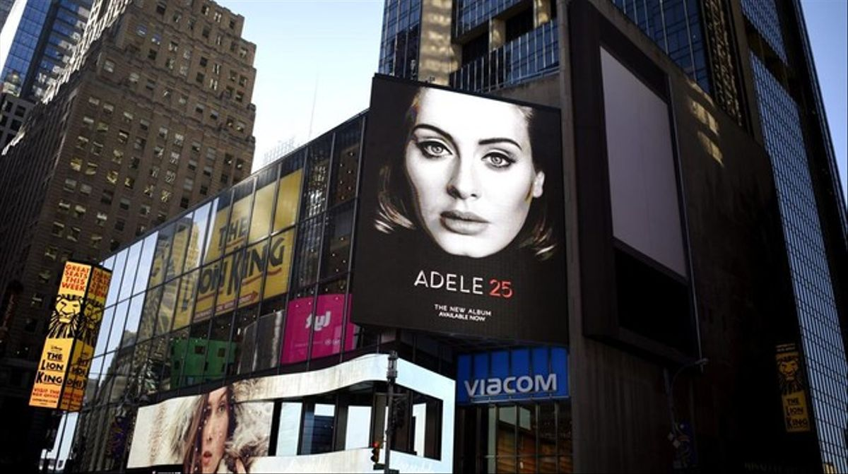 Cartel del nuevo disco de Adele, 25, en las calles deNueva York