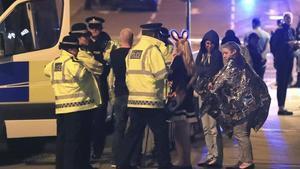Servicios de emergencia tras el atentado en Manchester, el 23 de mayo.