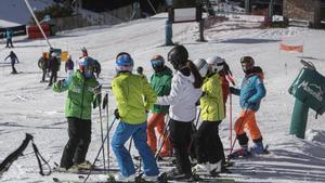 La Masella 19 12 2020  Esquiadores en el primer fin de semana de aperturas de las estaciones de esqui como la Masella  Autor  JAF