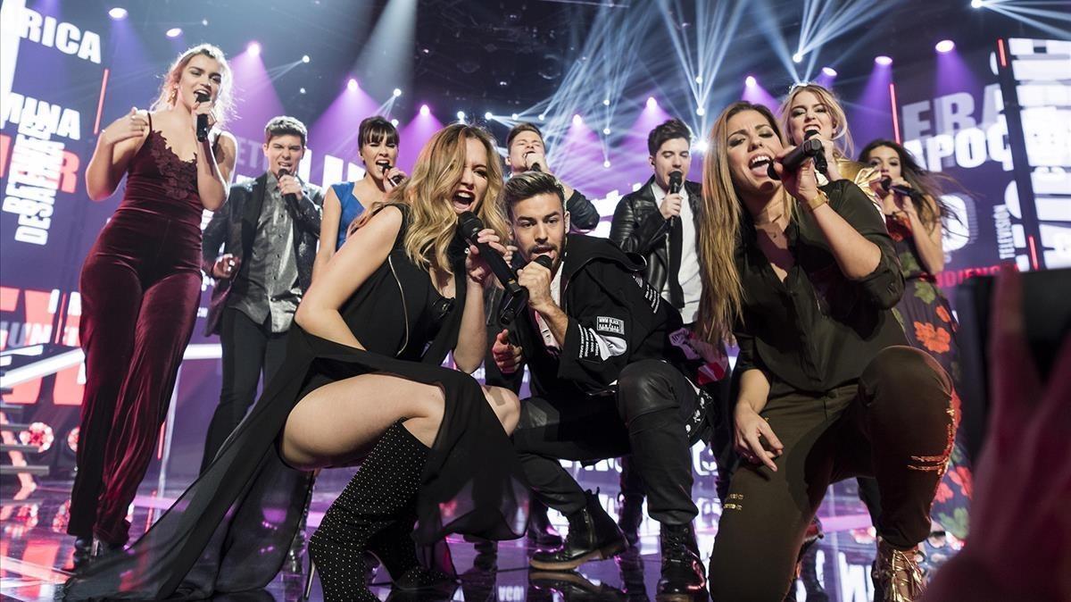 Varios concursantes de 'Operación Triunfo', durante una de sus actuaciones en el programa de TVE-1.