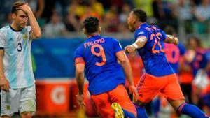 Colombia alarga la incertidumbre de Argentina con un categórico 2-0