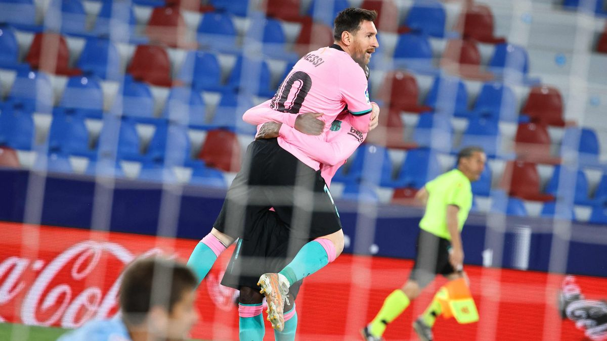 Messi festeja su gol ante el Levante.