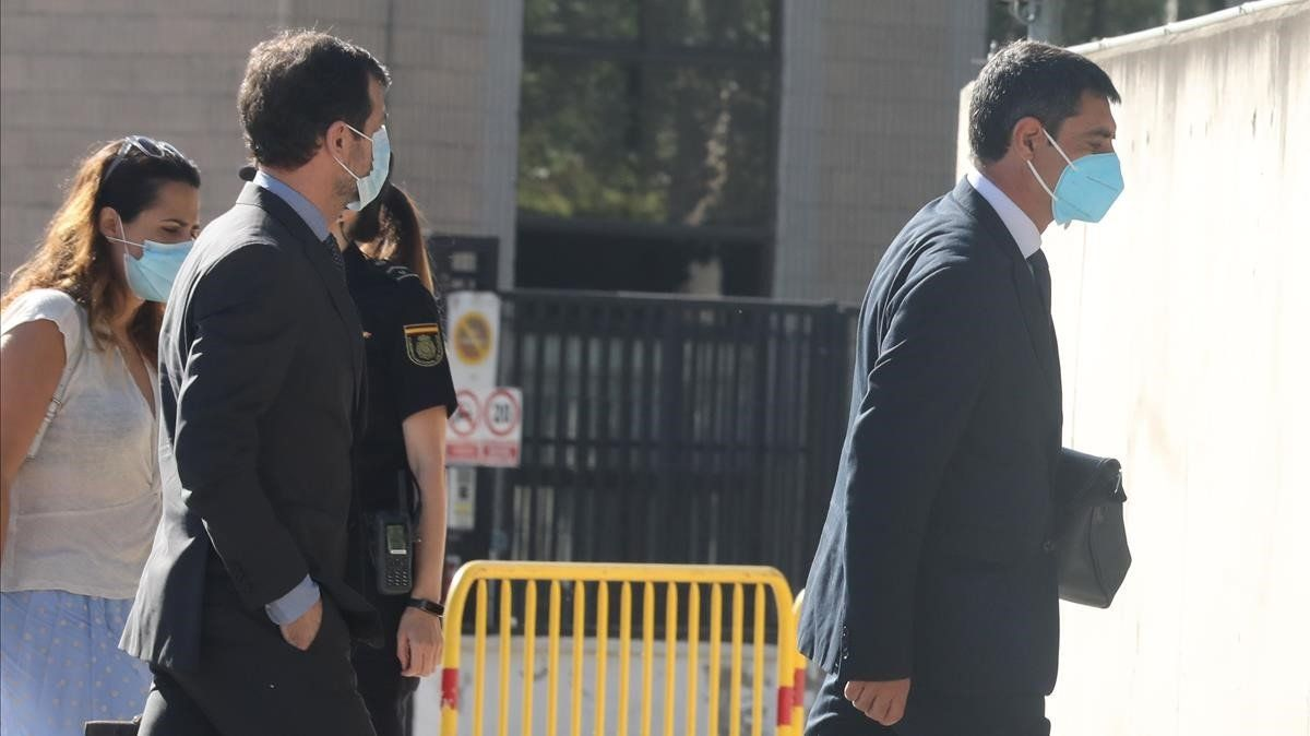 El mayor Josep Lluis Trapero, entrando en el edificio donde se celebra el juicio contra él.