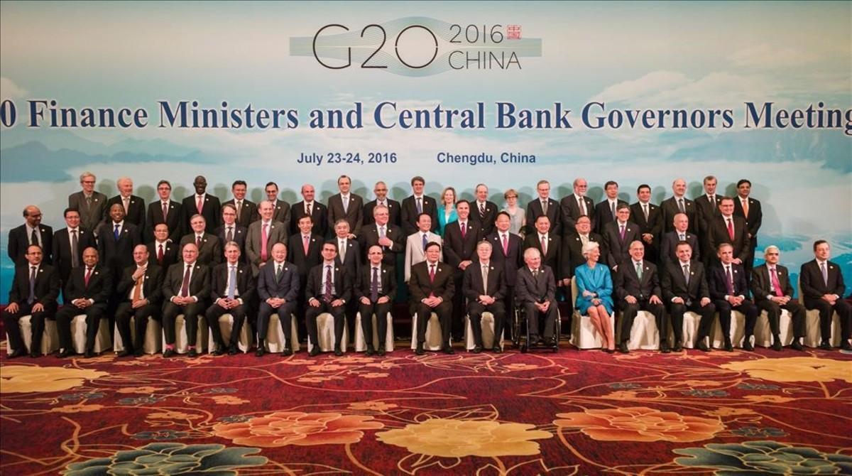 Foto de familia de los ministros de finanzas y gobernadores de los bancos centrales en la reunión del G20en China.