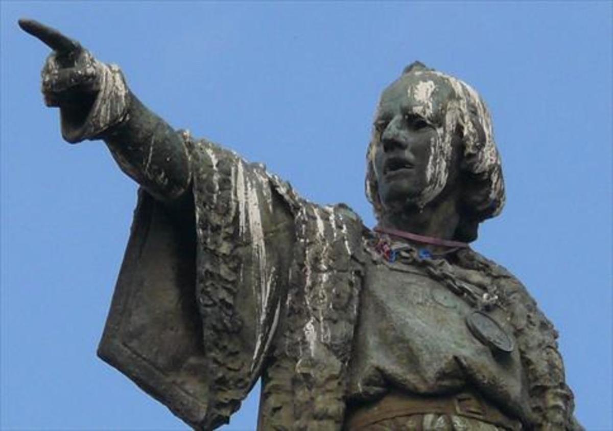 Vista parcial del monumento a Colón en Barcelona.