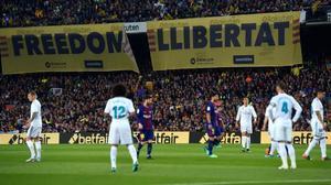 Pancartas en el Barça-Real Madrid que se jugóel 6 de mayo del 2018.