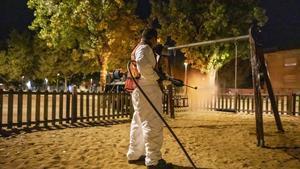 Terrassa intensifica la desinfecció de parcs infantils per a la prevenció de la Covid