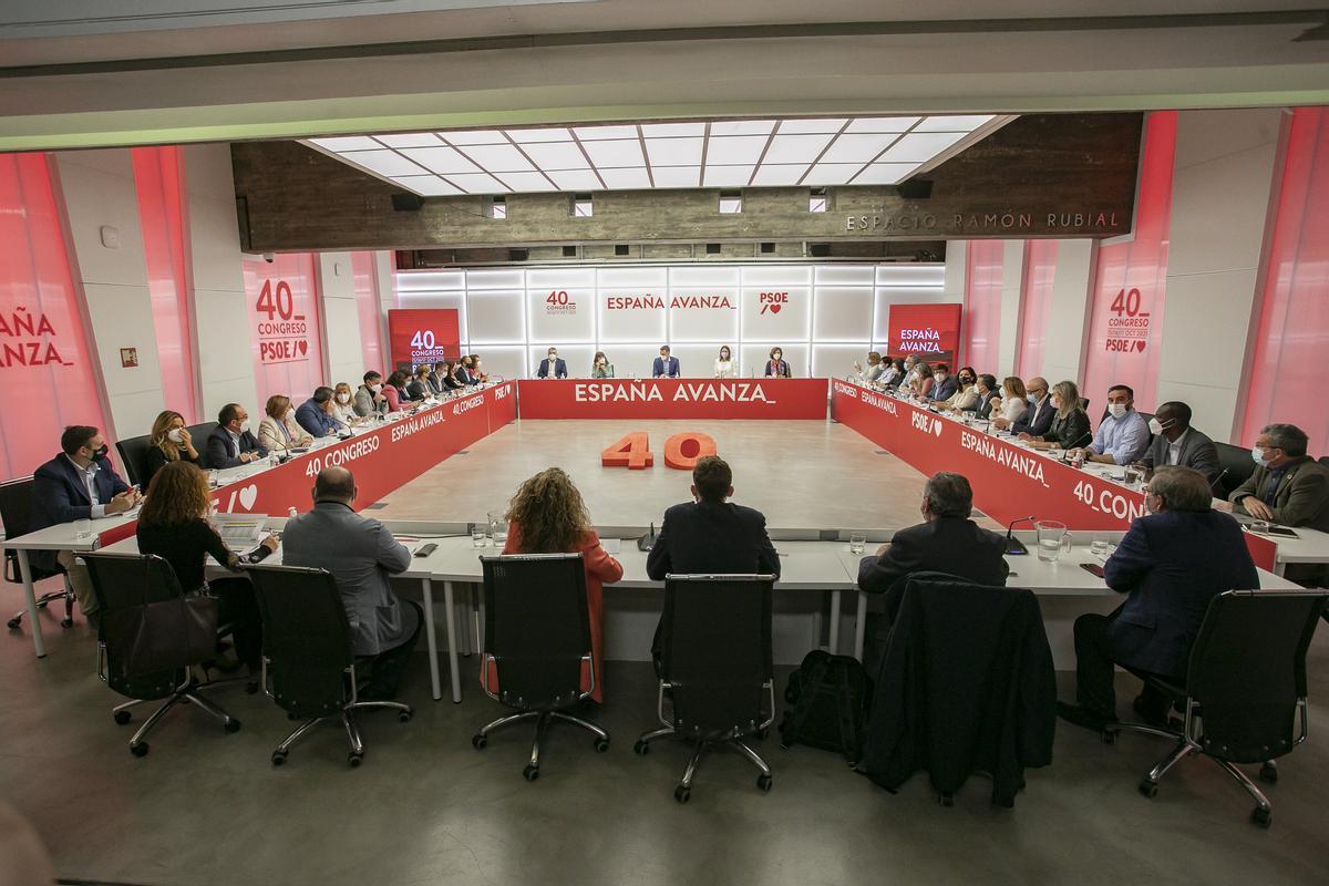 El secretario general del PSOE y presidente del Gobierno, Pedro Sánchez, dirige la última reunión de la ejecutiva federal de su partido antes del 40º Congreso, el pasado 8 de octubre de 2021 en Ferraz.