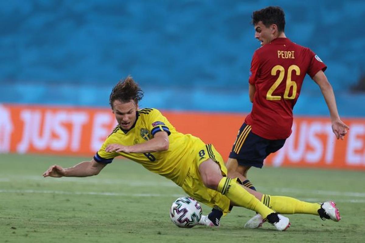 Pedri, en el partido ante Suecia.