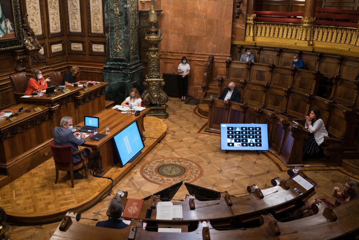 Pleno del Ayuntamiento de Barcelona bajo presidencia de la alcaldesa, Ada Colau.
